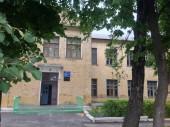 Входная дверь в школу