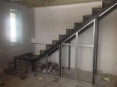 Лестница с поворотной промежуточной площадкой